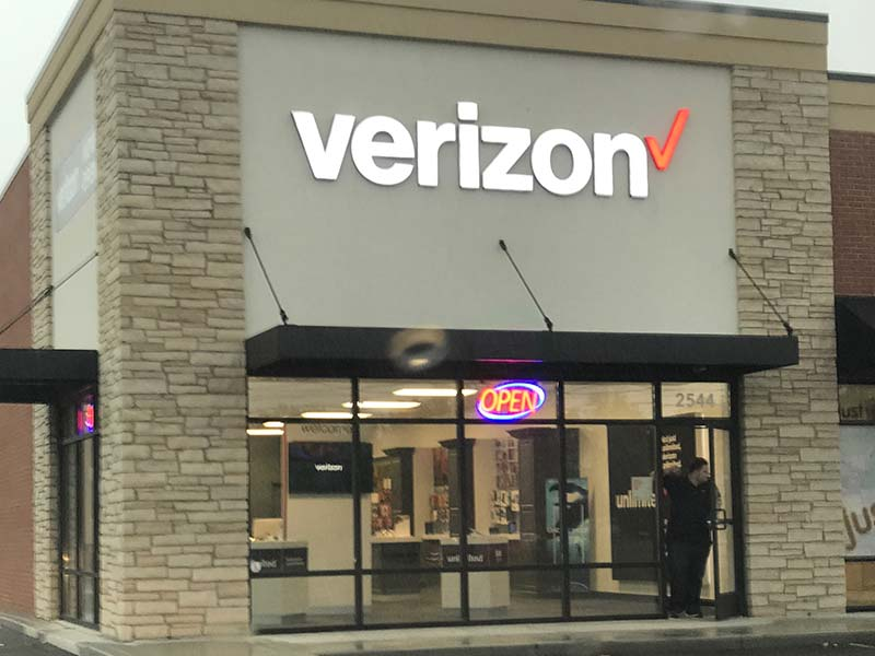 Legends Wireless Verizon Store - Exterior