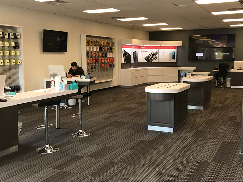 Legends Wireless Verizon Store - Interior